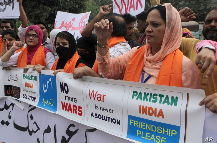 Members of the Pakistani Civil Society Forum take part in a demonstration for peace and condemning the raising tensions between Pakistan and India, in Lahore, Pakistan, Sept. 28, 2016.