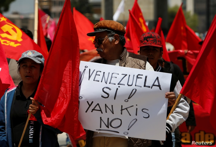 A man holds up a placard during a protest of civil organizations in support of Venezuelan President Nicolas Maduro's government, in Mexico City, Mexico, Aug. 12, 2017.