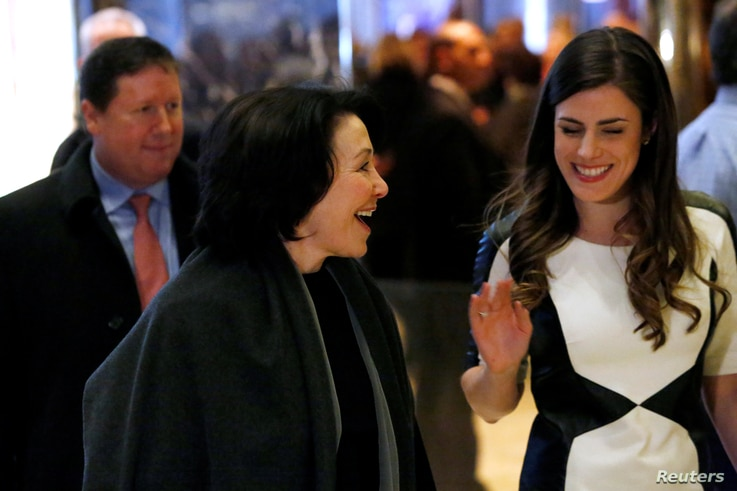 Oracle co-CEO Safra Catz, center, enters Trump Tower ahead of a meeting of technology leaders with President-elect Donald Trump in Manhattan, New York City, Dec. 14, 2016.