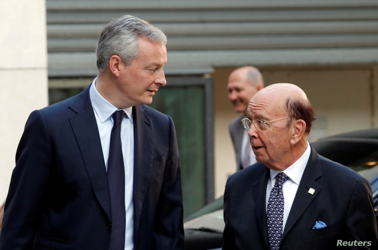 French Finance Minister Bruno Le Maire, left,  and U.S. Secretary of Commerce Wilbur Ross arrive to attend a meeting at the Bercy Finance Ministry in Paris, May 31, 2018.