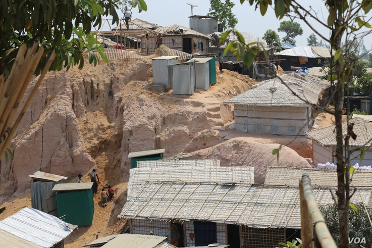 Some Rohingya shacks on the slope of a hill in a refugee camp in Balukhali, Cox's Bazar, Bangladesh. The aid agencies are working to relocate refugees from such landlide-prone areas to safer flatlands.  Photo by Step Haiselden