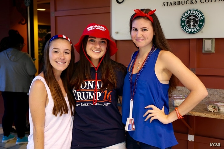 Three Donald Trump supporters, students at Hofstra University in Hempstead, New York, pose for a photo in the dining hall ahead of Monday's presidential debate on campus (B. Allen/VOA)