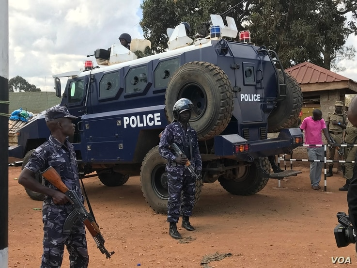 A police armored personnel carrier stands guard at the Kasangati Police station where legislator Robert Kyagulanyi (aka Bobi Wine) was said to have been held on arrival from the United States, in Kasangati, Uganda. (H. Athumani/VOA)