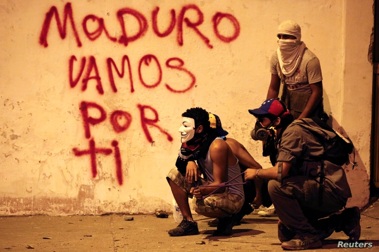 Anti-government demonstrators clash with riot police at Altamira Square in Caracas, Feb. 24, 2014.
