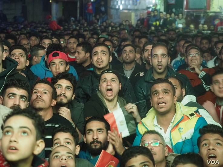 Egyptian soccer fans in Shubra district, Cairo, feel upset after Cameroon defeated Egypt in the African Nations Cup final in Gabon, Sunday, Feb 5, 2017. (H. Elrasam/VOA)
