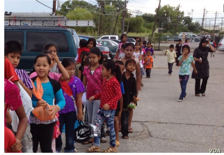 """Last year """"Ied Ul Fitr Toy Drive"""" contributed 175 new toys to the refugee community in the Houston area. The beneficiaries were Burmese refugee children. (Foto: courtesy)."""