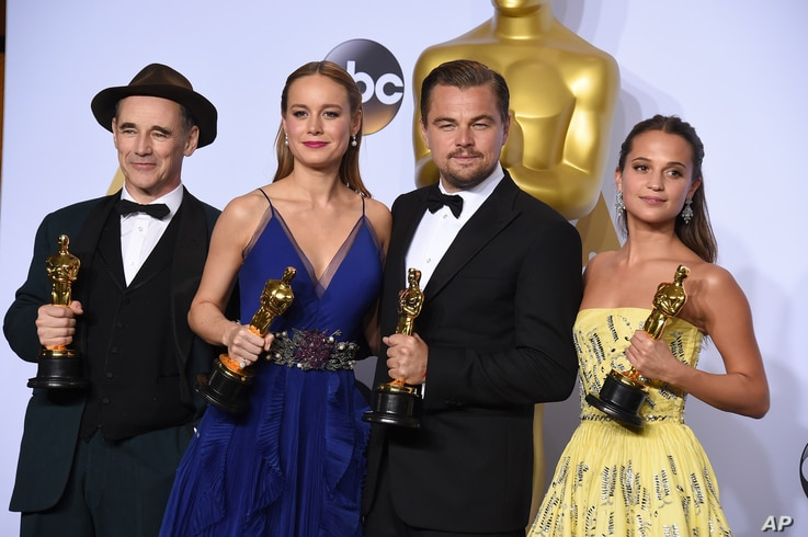 """Mark Rylance, winner of the award for best actor in a supporting role for """"Bridge of Spies,""""  from left, Brie Larson, winner of the award for best actress in a leading role for """"Room"""", Leonardo DiCaprio, winner of the award for best actor in a ..."""