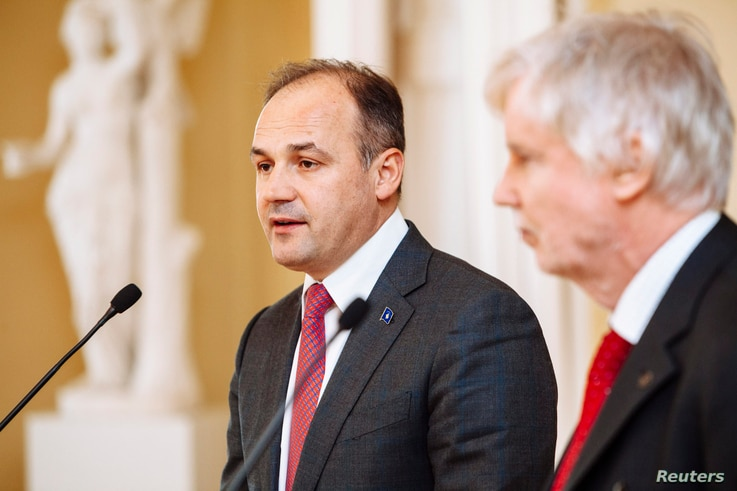 Kosovo's Foreign Minister Enver Hoxhaj, left, and his Finnish counterpart Erkki Tuomioja attend a news conference in Helsinki March 31, 2014.