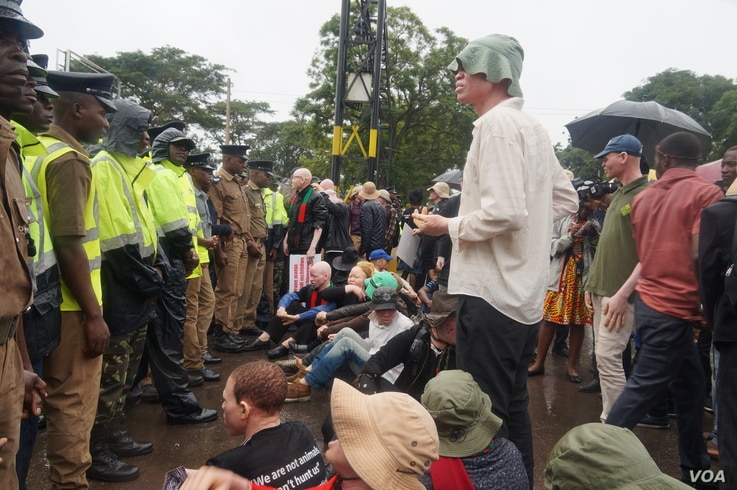 Malawi police mounted a human wall to prevent protesters from proceeding to the State House where they intended to hold vigils.