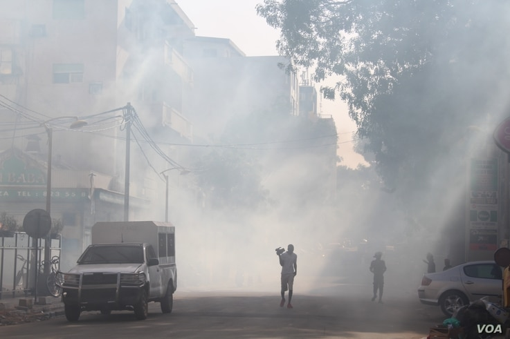 Tear gas is used to disperse protesters gathered in Dakar's city center to protest against what they claim is a poor organization of upcoming legislative elections, July 25, 2017. (S. Christensen/VOA)