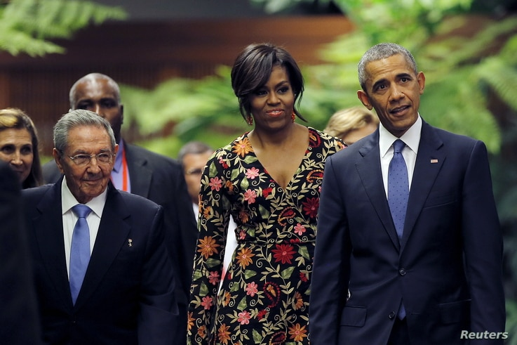 President Barack Obama and his wife Michelle arrive to attend a state dinner hosted by Cuban President Raul Castro (L), as part of Obama's three-day visit to Cuba