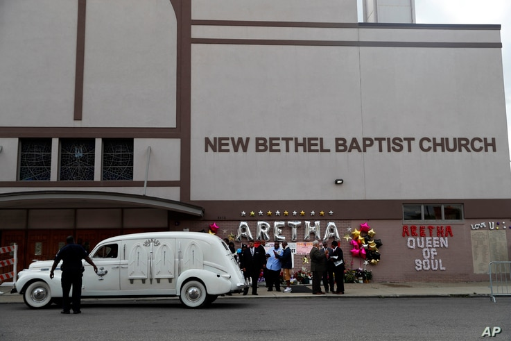 A hearse containing the casket of Aretha Franklin pulls up outside New Bethel Baptist Church, Aug. 30, 2018, in Detroit.