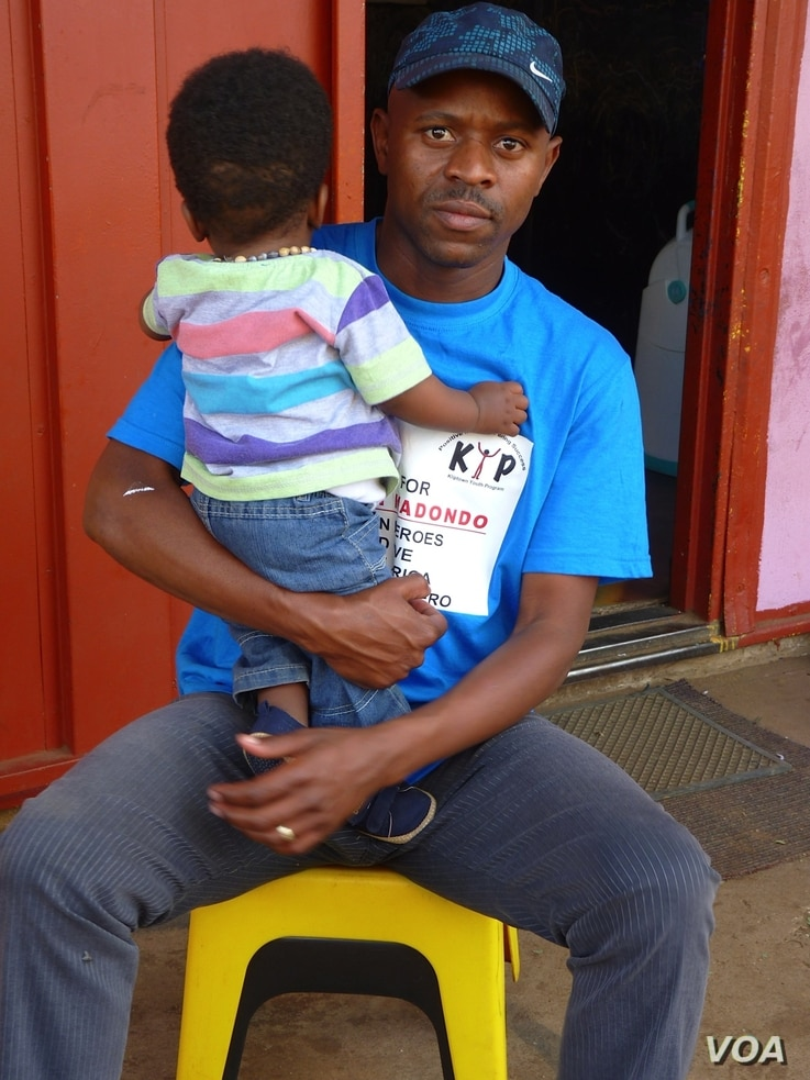 Thulani Madondo, 30, has dedicated his life to improving the fate of the Kliptown youth, Soweto township, South Africa, November 2012. (S. Honorine/VOA)