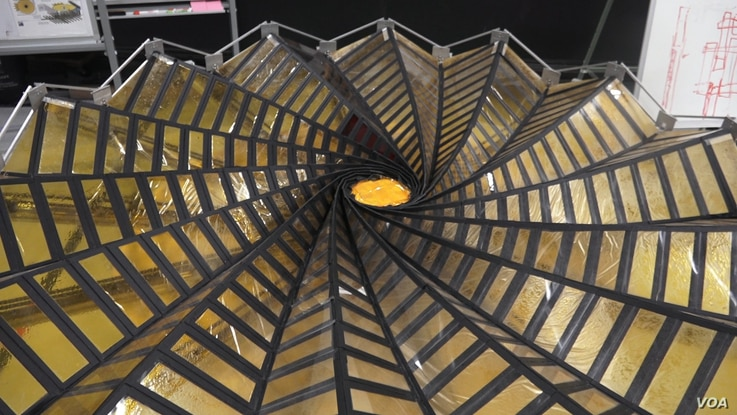 This image taken from video shows the center of the NASA project Starshade, which can unfurl and fold back up. (E. Lee/VOA)
