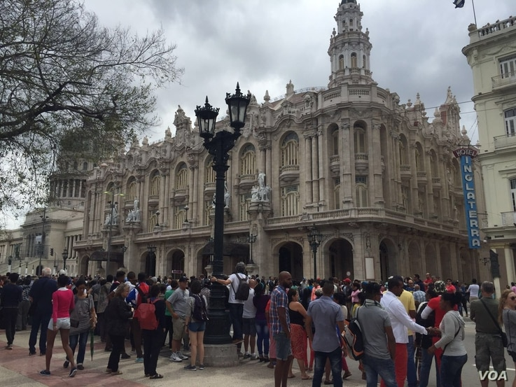 Crowds gather outside the Gran Teatre in Havana, Cuba, March 21, 2016. On Tuesday, U.S. President Barack Obama is scheduled to address Cubans in a national speech from the theater.