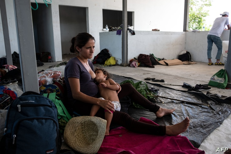 Sandra Aracely Gutierrez, 22, a pregnant Honduran migrant, part in a caravan heading to the U.S., breastfeeds her daughter in downtown San Pedro Tapanatepec, Oaxaca State, Mexico, Oct. 28, 2018.