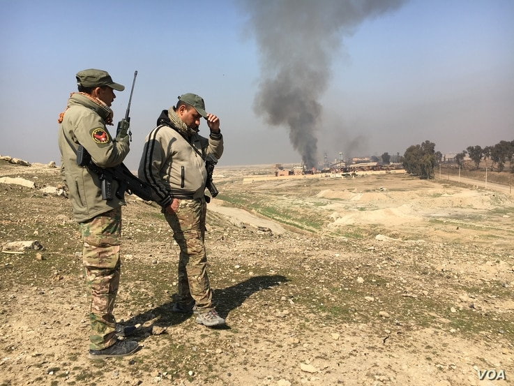 Fighting rages on as U.S.-backed Iraqi forces battle Islamic State militants for control of the airport in Mosul, Iraq, Feb. 23, 2017. (K. Omar/VOA)