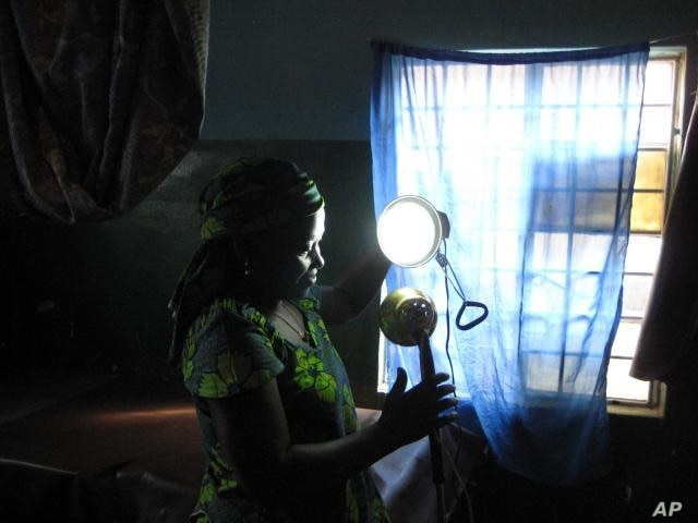 This solar-powered LED spotlight is tested in labor and delivery by a midwife.