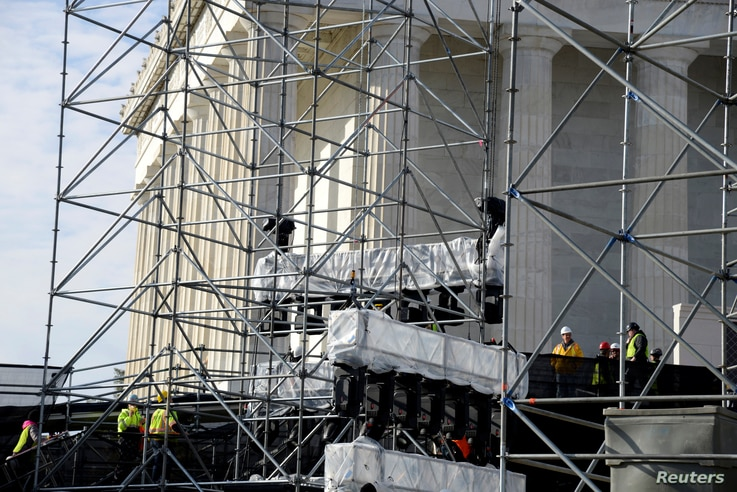 Workmen prepare scaffolding and speakers at the Lincoln Memorial for pre-inaugural programs and festivities in the days prior to Donald J. Trump's inauguration, in Washington, U.S., January 15, 2017.
