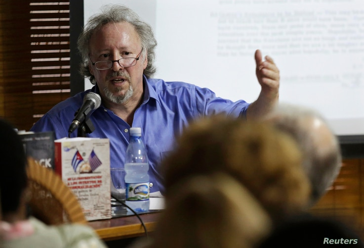 """FILE - U.S writer Peter Kornbluh speaks to an audience about """"Back Channel to Cuba,"""" in Havana, Oct. 13, 2014. Kornbluh thinks President Barack Obama will use his speech to Cubans as a way to find common ground between the two countries."""