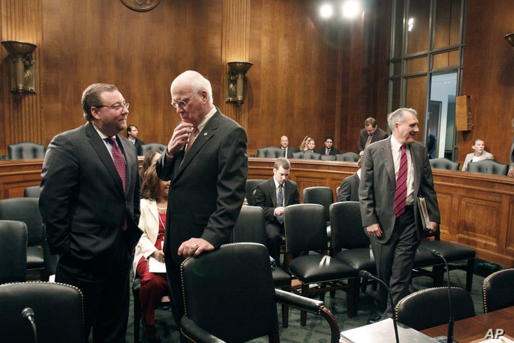Brian Benczkowski, Senate Judiciary committee minority staff director, left, talks with committee chairman Sen. Patrick Leahy, D-Vt. on Capitol Hill in Washington, June 11, 2009.