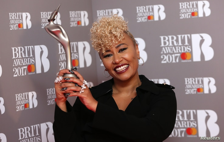 Emile Sande holds the award for British Female Solo Artist at the Brit Awards at the O2 Arena in London, Feb. 22, 2017.
