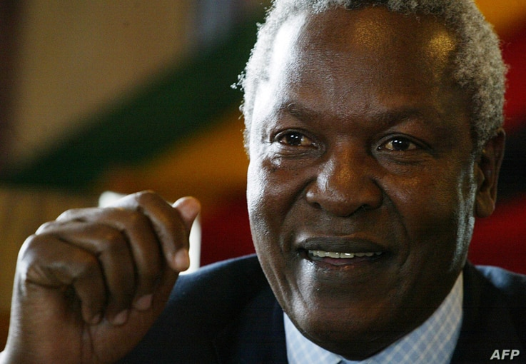 FILE - Zimbabwe's Defense Minister Sydney Sekeramayi is pictured at a press conference in Harare, May 22, 2008.