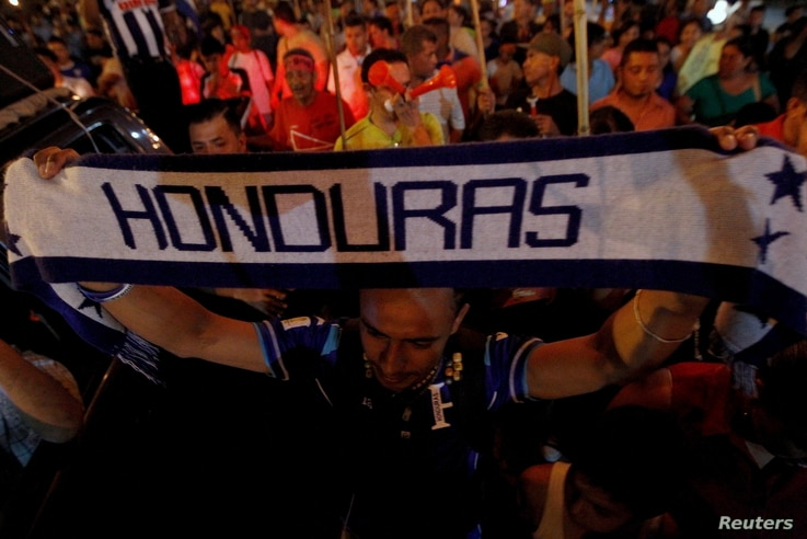 A demonstrator holds up a scarf during a march to demand the resignation of Honduras' President Juan Orlando Hernandez in Tegucigalpa, Sept. 11, 2015.