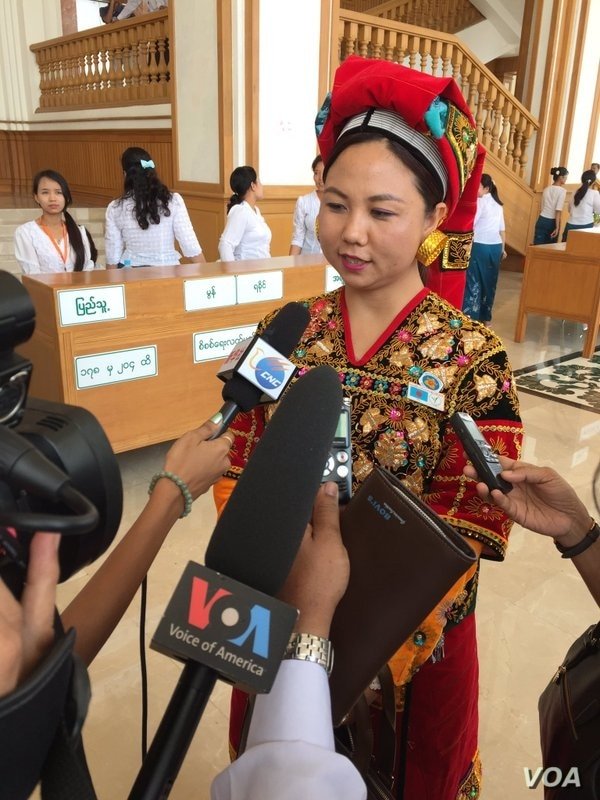 Ethnic Palaung lawmaker speaking to reporters after historic presidential vote in Myanmar's parliament, March 15, 2016. (S. Herman/VOA)