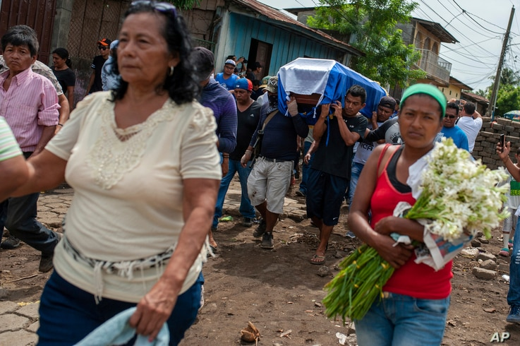 Friends and family carry the coffin with the body of Jose Esteban Sevilla Medina, who died after he was shot in the chest at a barricade during an attack by the police and paramilitary forces, in the Monimbo neighborhood of Masaya, Nicaragua, July 16...