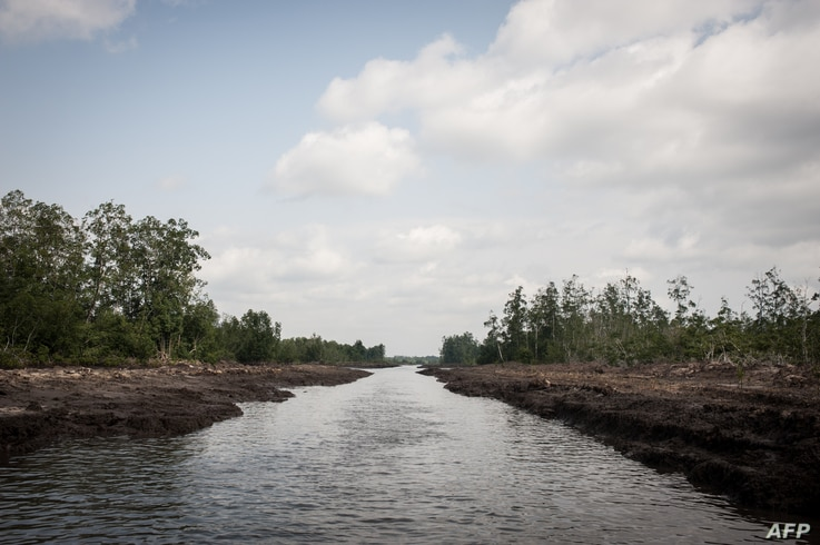 FILE - This picture taken on June 8, 2016 shows a waterway in the Niger Delta.  The oil rich Delta region in Nigeria has seen the rise of a new militant group that has vowed to cripple the economy, due to the actions of the Delta Avengers Nigeria's...