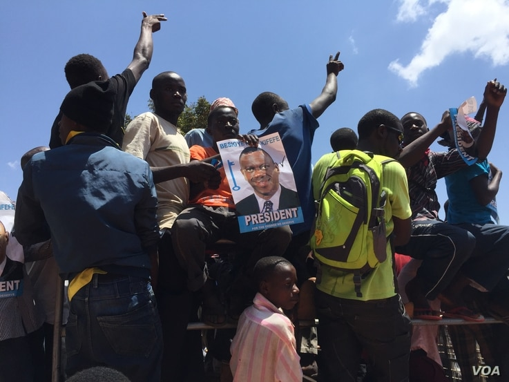 Supporters of opposition leader Kizza Besigye at a rally in Kisaasi, a suburb of Kampala, Uganda, Feb. 16, 2016. (Photo: J. Craig  / VOA )