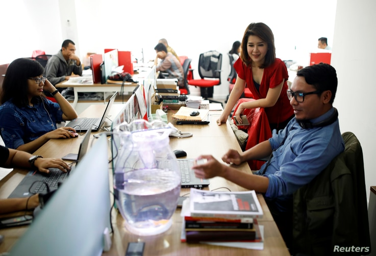 The leader of the Indonesian Solidarity Party, Grace Natalie, second from right, chats with staff at the party's headquarters in Jakarta, Indonesia, March 19, 2018.