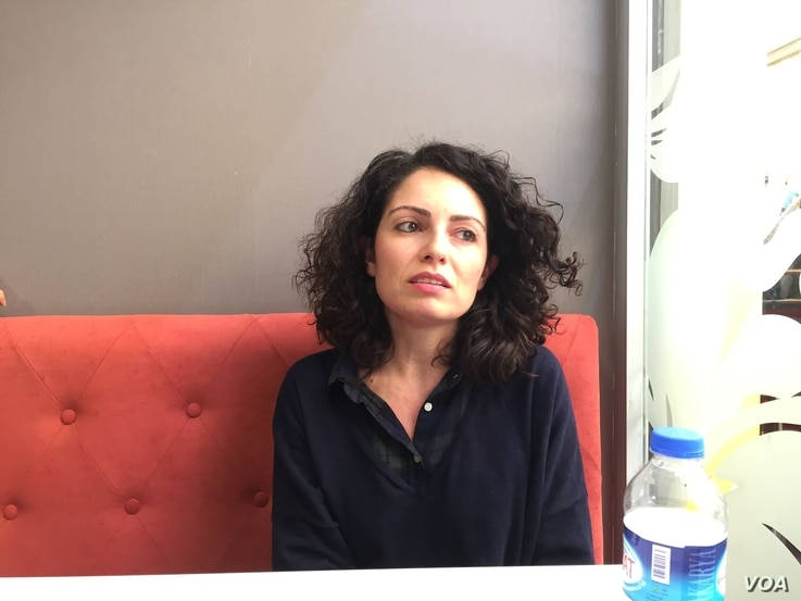 Cansu Akbas Demirel, an international relations and migration studies scholar at Ege University in Izmir, says many Turks fear the migrants may never leave, April 6, 2016. (L. Ramirez/VOA)