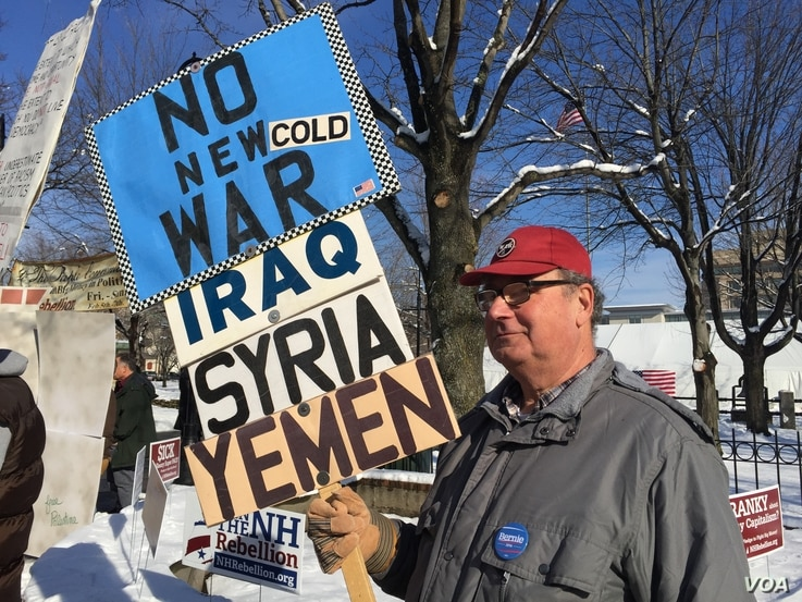 Protester who is against the wars in Syria and Yemen in Manchester, New Hampshire, Feb. 8, 2016. (Photo. A. Pande / VOA)