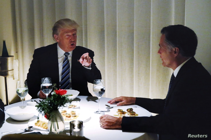 U.S. President-elect Donald Trump sits at a table for dinner with former Massachusetts Governor Mitt Romney, right, at Jean-Georges inside of the Trump International Hotel & Tower in New York, Nov. 29, 2016.
