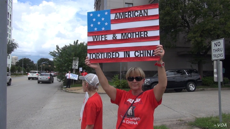 A demonstrator outside the Chinese consulate in Houston. (G. Flakus/VOA)