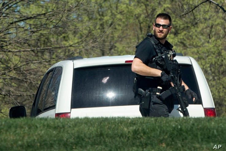 A Secret Service police officer patrols the North Lawn of the White House in Washington, March 28, 2016, after reports of an active shooter at the U.S. Capitol.