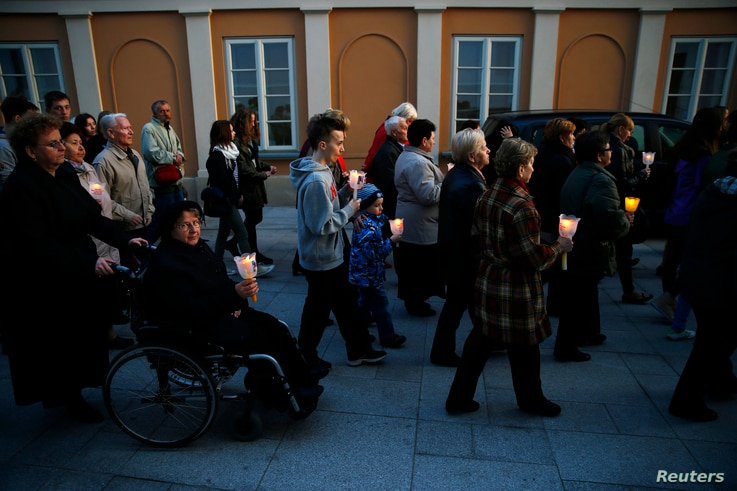 People hold candles as they march during the 9th anniversary of Pope John Paul II's death in Wadowice, the birth place of the Polish Pope, Apr. 2, 2014.