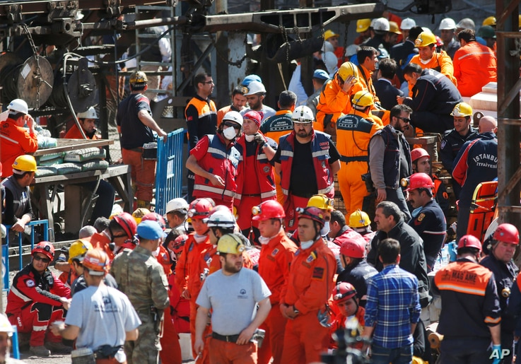 Miners and members of the rescue services wait outside a coal mine in Soma, western Turkey, Thursday, May 15, 2014. An explosion and fire at the coal mine in Soma, some 250 kilometers (155 miles) south of Istanbul, killed hundreds of workers, authori