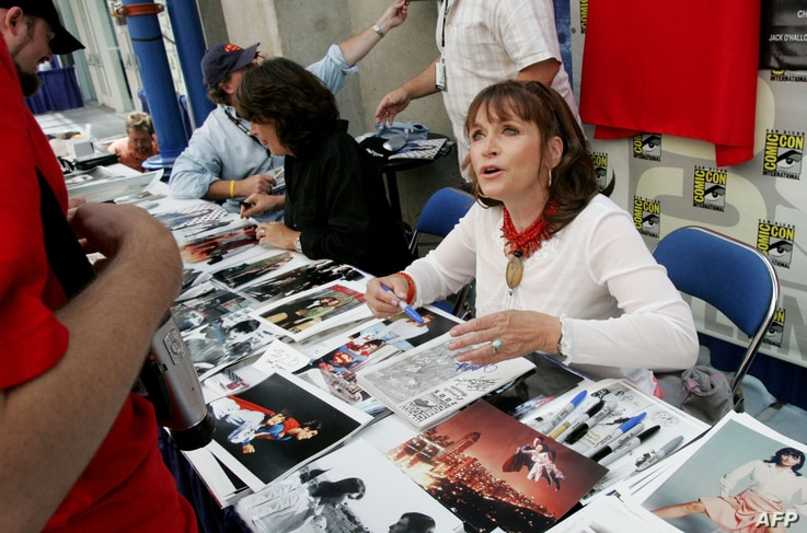 FILE - Actress Margot Kidder signs autographs at Comic Con International in San Diego, California, July 14, 2005.
