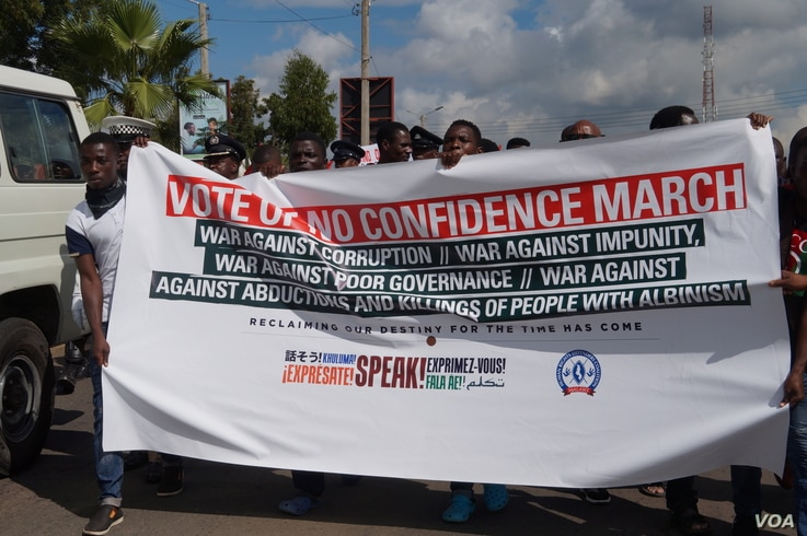 Protesters march to present their petition to Civic Offices in Blantyre during anti-corruption protests in Malawi, April 27, 2018.