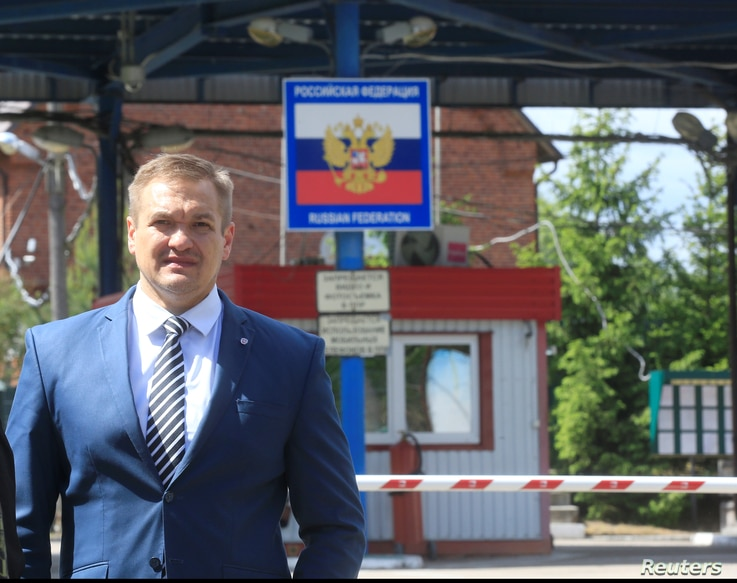 Lithuania's Interior Minister Eimutis Misiunas inspects the Sudargas border crossing point with Russia in Ramoniskiai, Lithuania, June 5, 2017.