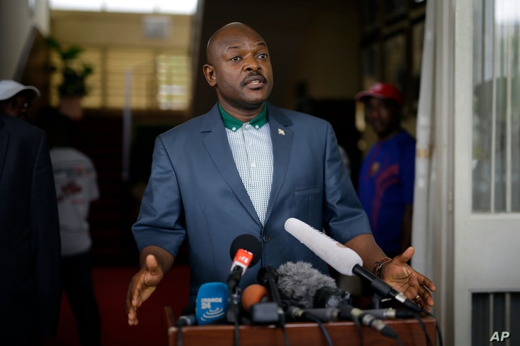 President Pierre Nkurunziza makes a brief statement at the presidential palace in Bujumbura, Burundi, May 17, 2015.