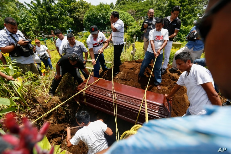 Friends and family bury 15-year-old Erick Jimenez Lopez in Masaya, Nicaragua, July 18, 2018.  Jimenez Lopez was killed as government forces retook the symbolically important neighborhood of Monimbo, which had recently become a center of resistance to...