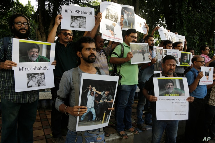 Indian journalists hold placards protesting against the attack on journalists and the arrest of Shahidul Alam, a renowned photographer and Bangladeshi activist as they gather outside Press Club in Kolkata, India, Wednesday, Aug. 8, 2018.