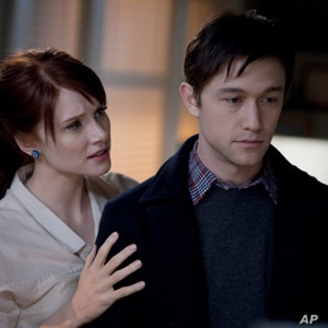 "Bryce Dallas Howard and Joseph Gordon-Levitt  in ""50/50."""