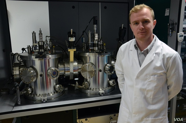 University of Liverpool physics professor Jon Major has demonstrated a simple method of applying magnesium chloride in solar cell manufacturing process. (University of Liverpool)
