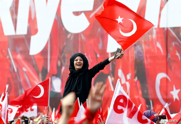 Supporters of Turkish President Tayyip Erdogan wave national flags during a rally for the upcoming referendum in Konya, Turkey, April 14, 2017.
