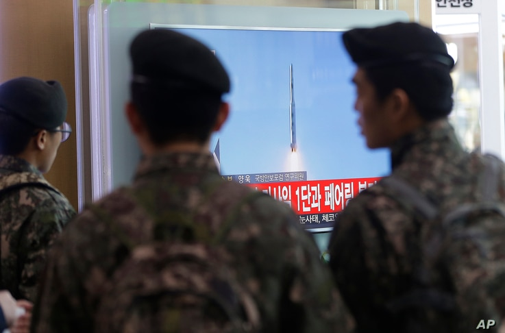 South Korean army soldiers watch a TV news program with a file footage about North Korea's rocket launch at Seoul Railway Station in Seoul, South Korea, Feb. 7, 2016.